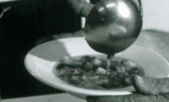 Il piatto di minestra calda che Fra Cecilio donava ai bisognosi nel secondo dopoguerra
