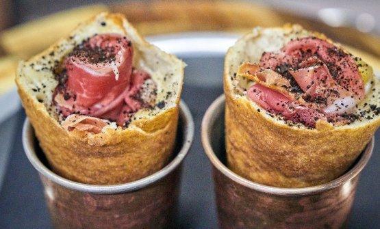 AnaNascosta(cono fritto con fonduta di Grana Padano Dop12 mesi, prosciutto crudo, ananas e polvere di liquirizia)