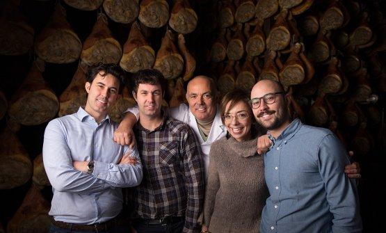 La famiglia Galloni al completo: da sinistra Federico, Francesco, Carlo, Mirella e Luca