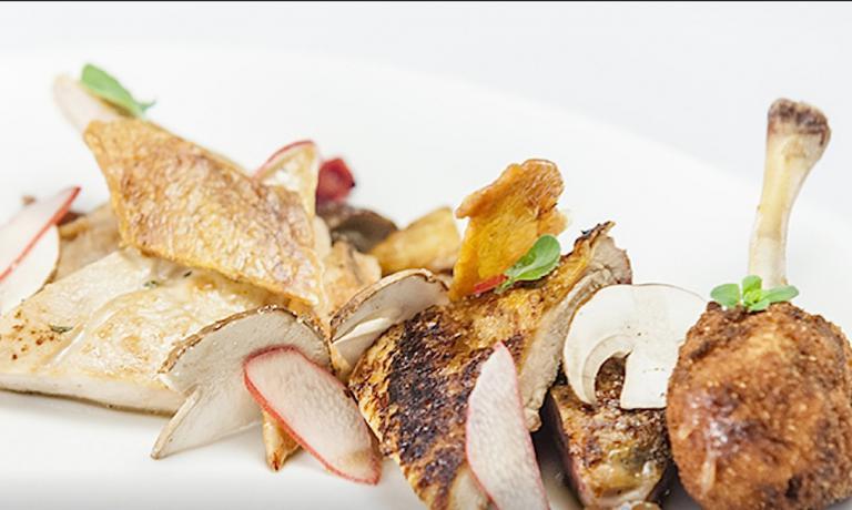 Benedetta faraona, uno dei piatti chiave per lo chef Matteo Fronduti nella finale a tre della orima edizione di Top Chef Italia. A decidere che Fronduti avrebbe cucinato una faraona sua madre, scelta che non ha entusiasmato il figlio perché non l'aveva mai cotta prima dell'ultimo atto del reality.