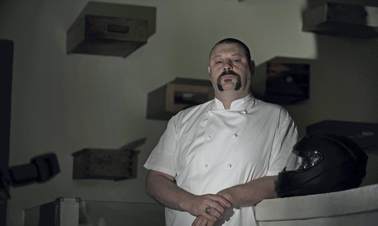 MISTER MEZZA PORZIONE. Matteo Fronduti, chef di Manna a Milano, nel ritratto di Due Ruote e cucchiaio.it