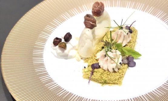L'antipasto: Il pane e lo sgombro, briciole di crostini agliati, burrata di bufala, alici e olive nere. In abbinamento Berlucchi '61 Nature DOCG o Ruinart Blanc de Blancs AOC