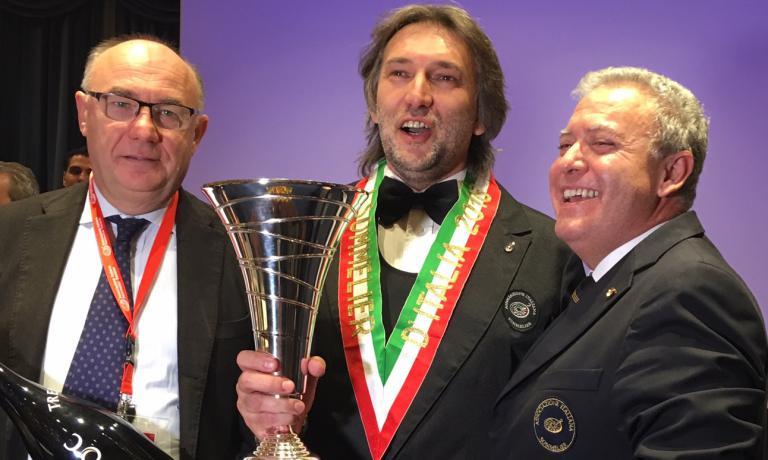 Maurizio Dante Filippi primo classificato al Concorso Miglior Sommelier d'Italia - Premio Trentodoc.E' premiato da Enrico Zanoni, a sinistra, eAntonello Maietta, a destra