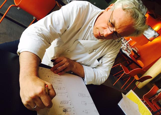 Davide Scabin al primo piano di Identità ExpoS.Pellegrino, ristorante che ha ospitato lo chef del Combal.zerodi Rivoli (Torino) da mercoledì a domenica scorsa. Il rivolese ha annunciato una legge che descrive il coefficiente evolutivo della creatività in cucina e una nuova disciplina ribattezzata Quadraling: studia la distribuzione dei gusti primari di un alimento e il modo in cui questa è percepita dalla nostra lingua (Foto Zanatta)