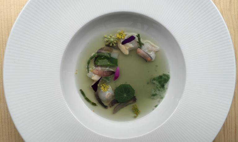Mare di Heinz Beck: chele di scampi e patate liofilizzate e rigenerate con un consommé di frutti di mare