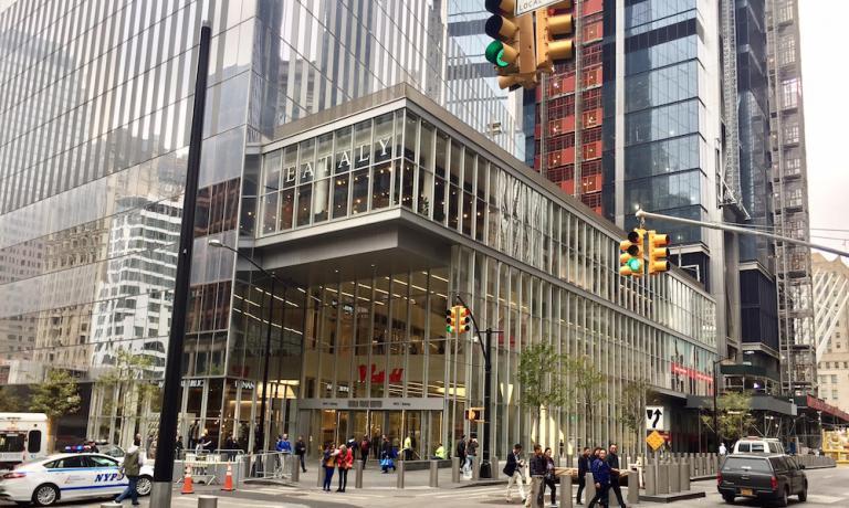 La struttura di Eataly Downtown, al terzo piano della Torre 4 aGround Zero, sede del secondo store apertodal gruppo di Oscar Farinettia New York.Inaugurato il 10 agosto scorso, 6 anni dopo la sede del Flatiron, occupa 3.700 metri quadrati di superficie e impiega 600 dipendenti
