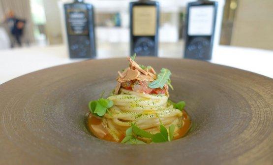 Spaghetti con crema di senape selvatica, gambero, bottarga, pomodoro secco, limone e acetoselladiGabriele Di Vincenzo
