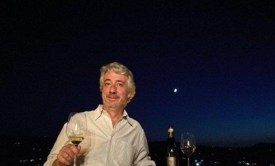Gabriele Scaglione è di Canelli, piccola cittadina del Piemonte, tra Langhe e Monferrato, dove è nato il primo spumante d'Italia