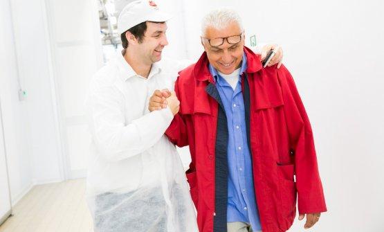 Francesco Galloni, a sinistra, con Danilo Cassano, uno degli artisti coinvolti nel rinnovamento dello stabilimento