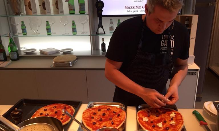 Massimo Gatti ieri durante il cooking show a Ident