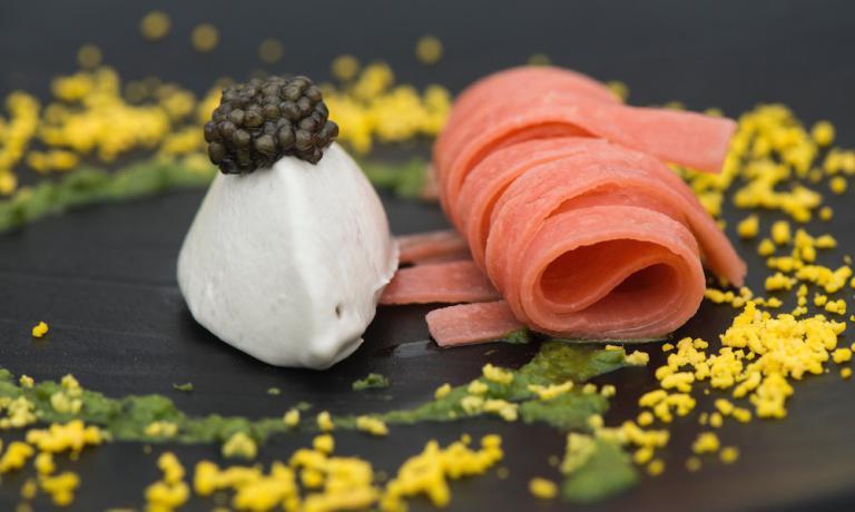Gelato di anguilla, caviale Oscetra, pasta ai sent