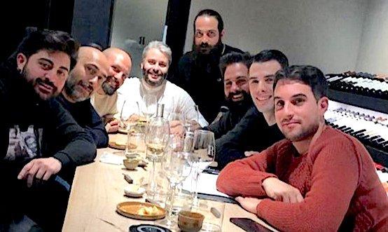 Un'immagine di qualche giorno fa: Ziantoni (primo da destra), Genovese (secondo da sinistra) e gli altri allievi di quest'ultimo preparano la lezione in vista di Identità Milano 2020
