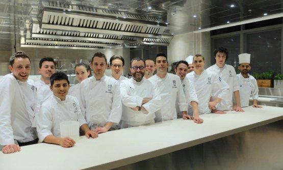 Giancarlo Morelli e il team del suo nuovo ristorante all'hotel Viu di Milano