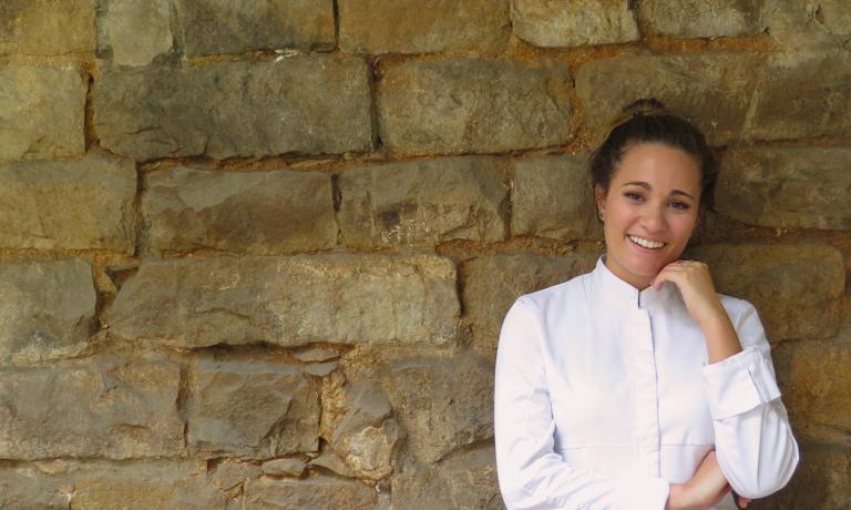 Giovanna Grossi, talentuosa chef brasiliana di 24 anni, ha vinto la finale sudamericana del Bocuse d'Or e sarà alla finalissima di Lione. Di lei si parla un gran bene. Ma nessuno ha messo in luce che è di origine marchigiana: i Grossi emigrarono in Brasile da San Severino...