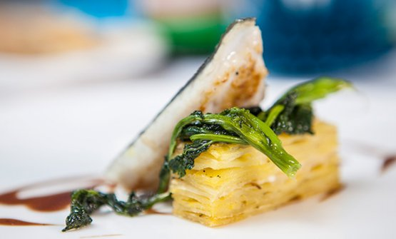 Orata su lasagna di patate in crosta e broccoletti de La Galleria