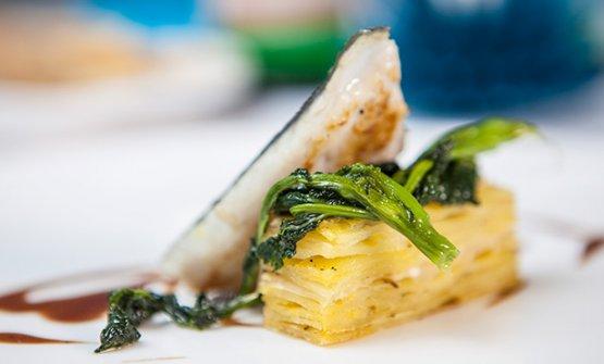 Orata su lasagna di patate in crosta e broccoletti de La Galleria