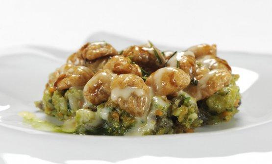 Gli Gnocchi di tarallo (riscaldati in una bouillon di finocchietto selvatico fino a gonfiarsi, poi ripassati in padella e in forno) con un ragù di agnello del Gargano e una crema di latte all'aceto. Sono stati la proposta di Fabio Pisani a Identità di Pasta