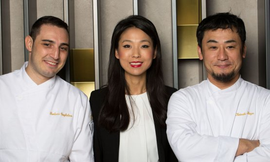 I due chef con Giulia Liu, la cortesia fatta a persona