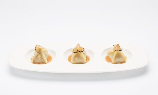 Un esempiodegli ottimi ravioli: questi sono conwagyu, salsa di foie gras e tartufo