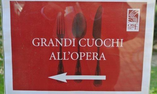 Da sette anni a questa parte Identità Golosee Opera San Francescosi ritrovano insieme in una domenica di ottobre per un grande pranzo di beneficienza, per raccogliere fondi per le attività diOSF