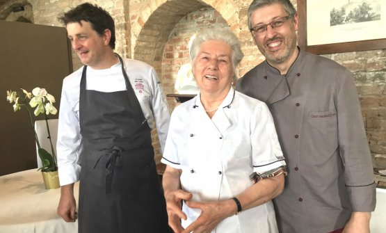 Souvenir photo, and lots of cheering for the people who designed the lunch in honour of Ferran Adrià on Sunday 10th June. Left to right: Marc Lanteri, resident chef at the castle of Grinzane Cavour, Francesca Cirio, 82, cook at restaurant Madonna della Neve in Cessole, whom everyone calls Piera. And finally her son Piermassimo Cirio