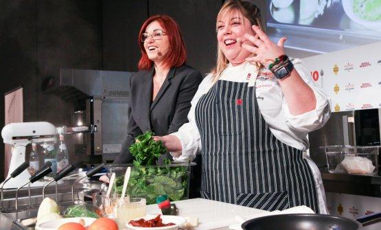 A destra, Sarah Grueneberg,chef di Monteverde, r