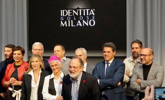 Foto di gruppo al termine della firmadel protocollo d'intesa, nell'ambito dell'incontro