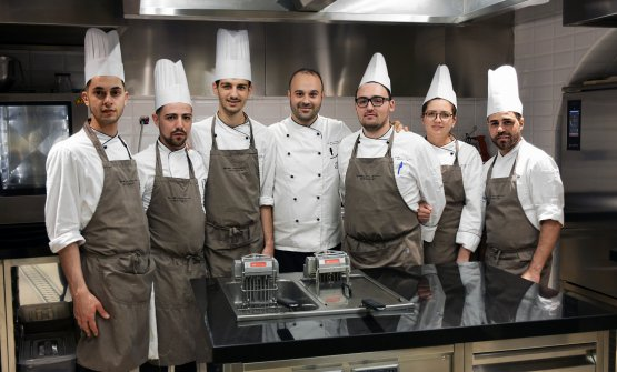 Lo staff di Sensi, al centro lo chef Alessandro Tormolino