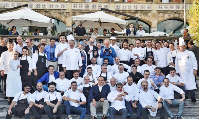 Foto di gruppo per gli chef partecipanti alla fest