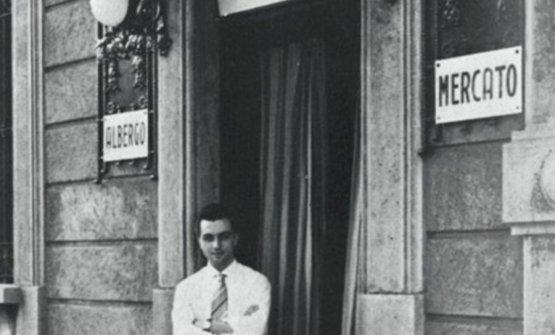 Gualtiero Marchesi sulla soglia del Mercato, l'albergo-ristorante di famiglia