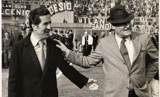 Helenio Herrera e Nereo Rocco all'ingresso in campo prima di un derby di Milano. Soprannominati rispettivamente il Mago e il Paron, il primo allenava l'Inter e il secondo il Milan. Entrembi credevano fortemente nel catenaccio a difesa delle loro porte