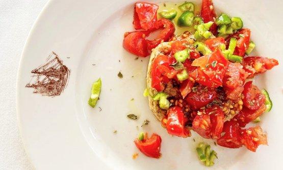 Colazione supersalentina con frisa, pomodoro tombo