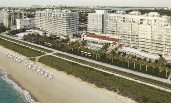 Il complesso fronte-oceano del Four Seaons Hotel at The Surf Club a North Beach, Miami (foto Four Seasons)