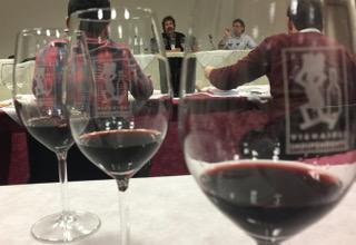 Tra i vini di punta, il Rosso Faye(Cabernet Sauvignon al 50%, Cabernet Franc, Merlot e Lagrein). Esemplare il millesimo 1990