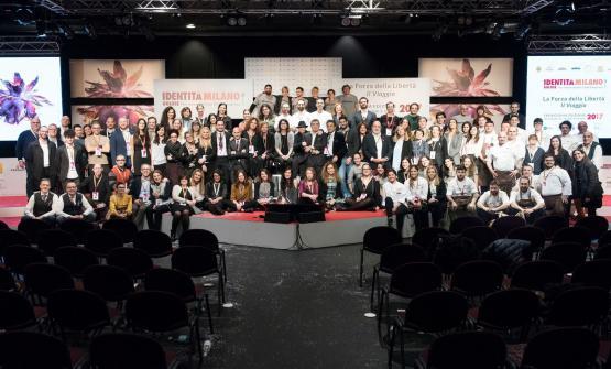Quanti? Tanti: foto di gruppo dello staff al termine di un'Identità Milano 2017 di gran successo. Stiliamo un primo bilancio (foto Brambilla-Serrani)