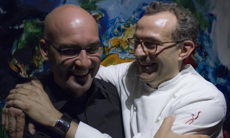 Davide Groppi nel 2012 ha curato l'illuminazione della nuova Osteria Francescana di Massimo Bottura. Da quel lavoro sono nate due lampade, Sampei e Nulla, che nel 2014 hanno vinto il prestigioso premio Compasso D'Oro ADI. La lampada che si trova invece nel ristorante di Identit� Expo, la Tetatet, � stata selezionata per il prossimo Compasso D'Oro, che verr� assegnato nel 2017