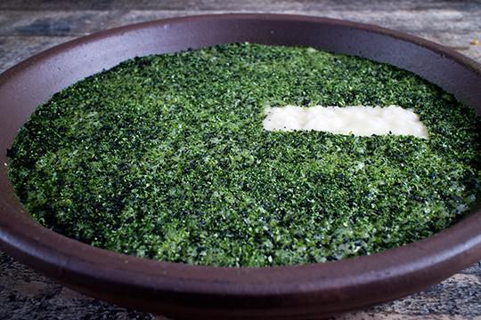 Il Riso vegetale di mare di Damiano Donati, chef del ristorante Punto - Officina del Gusto di Lucca. Il suo approccio? «Brutalità elegante» (foto di Lido Vannucchi)