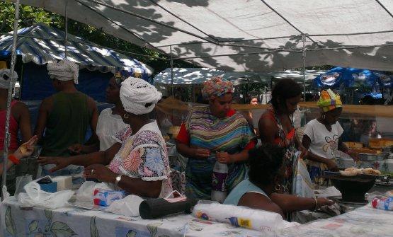 LaFeira Hippie de Ipanema, inpraça General Osório, che si svolge la domenica mattina. Ottimo per colazioni confocacce cucinate da donne bahiane vestite in abiti tradizionali