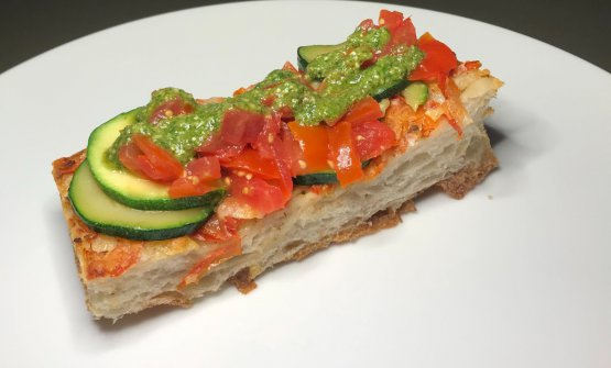 PIZZACRUNCH® | TATIN POMODORO - Scamorza affumicata, zucchine, Grana Padano, basilico e mandorle