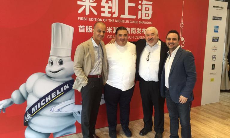 Con La Perna, alla presentazione della Guida Michelin Shanghai, c'è Umberto Bombana (secondo da destra)