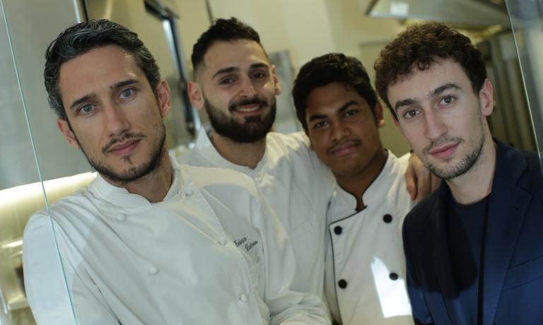 Lo chef Federico Delmonte assieme alla sua brigata