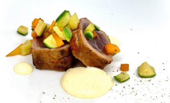 Tonno pancettato, brunoise di verdure e senape delicata
