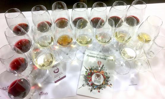 I calici coi vini da uve dimenticate, protagonisti della speciale degustazione organizzata al Vinitaly da Le Donne del Vino