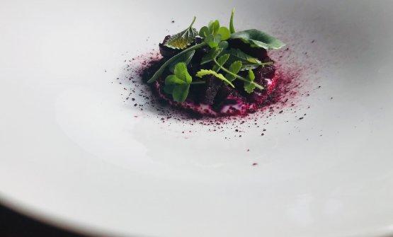 Rapa rossa, yogurt e misticanza forte: il piatto d
