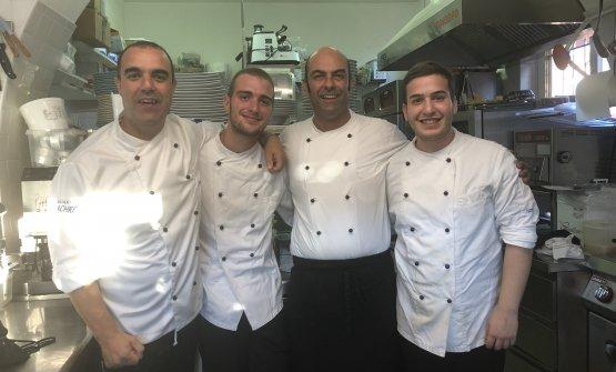 La brigata di cucina della Cucina Machrì...