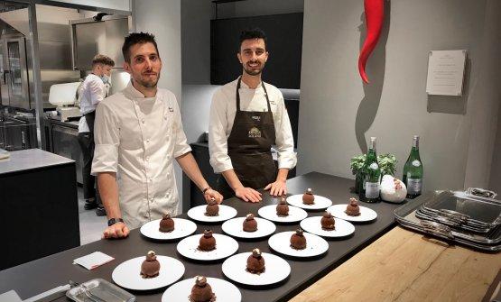 Marco Canelli, a sinistra, con il resident chef di