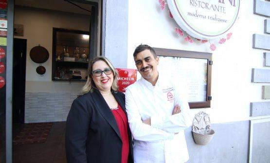 Lo chef Giovanni Sorrentino davanti al suo ristorante Gerani
