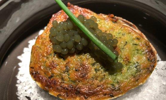 Vongola bretone, panure alle erbe,sferificazioni di alga wakame. E' uno dei piatti che troveremo da gennaio nell'ex Essenza
