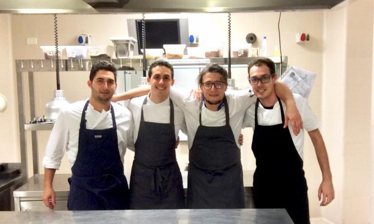 La giovanissima brigata del ristorante all'Eoa