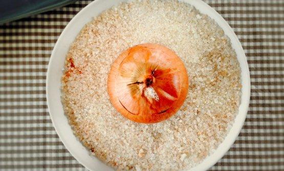 LaCipolla cotta al sale ripiena di cipolla di Andrea Ribaldone (fotoLa Regina dei fornelli)